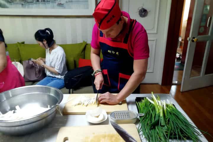 Kimchi cocinar con familia coreana 28