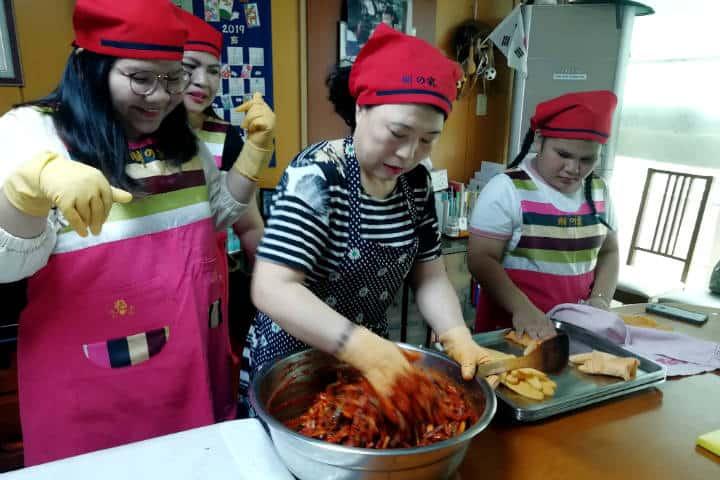 Kimchi cocinar con familia coreana 37