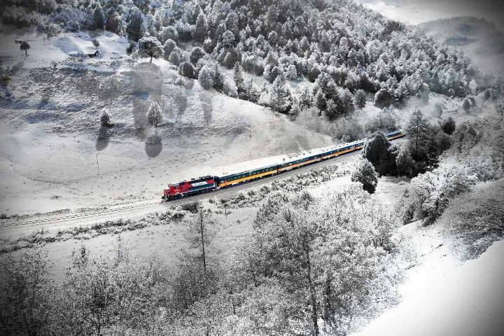 Tren Chepe en las nevadas Barrancas del Cobre. Chihuahua. Imagen: archivo