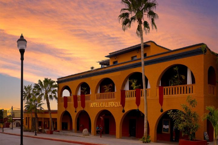 Mexicanisimo Foto: Hotel California  Que hacer en Todos Santos BCS