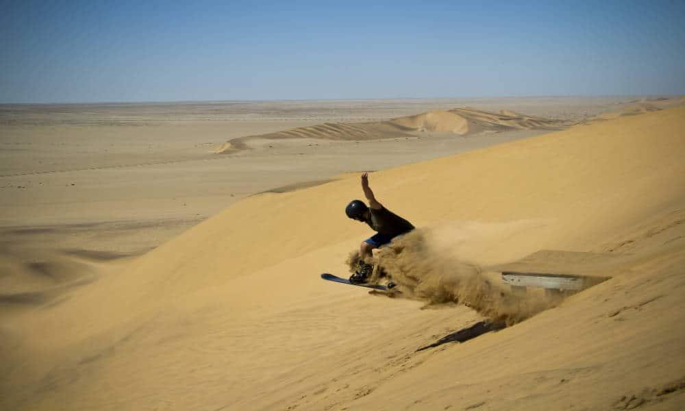 Sandboarding. Foto Luke Price