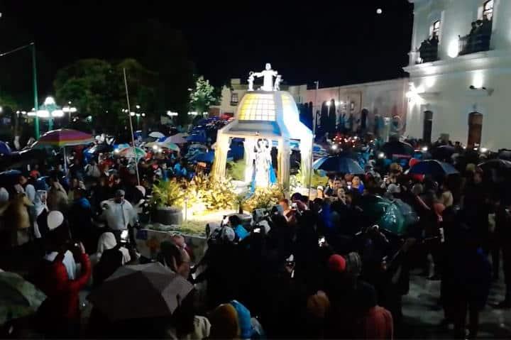 Recorrido de la Virgen de la Caridad en Noche que nadie duerme. Foto El Souvenir