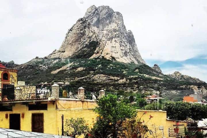 Peña de Bernal. Foto San Juanito.