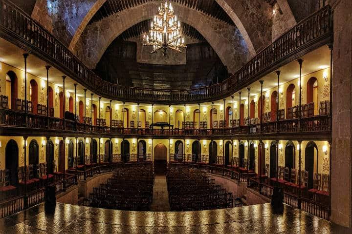 Teatro Hinojosa. Foto Second-Half Travels