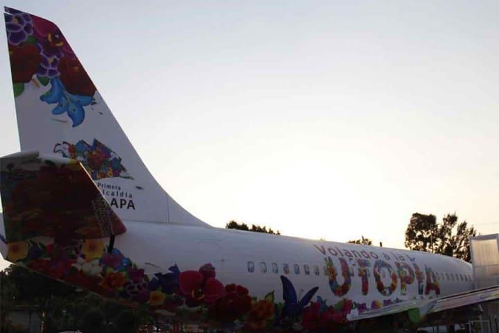 Avión Utopía Foto: @ClaraBrugdaM. Twitter
