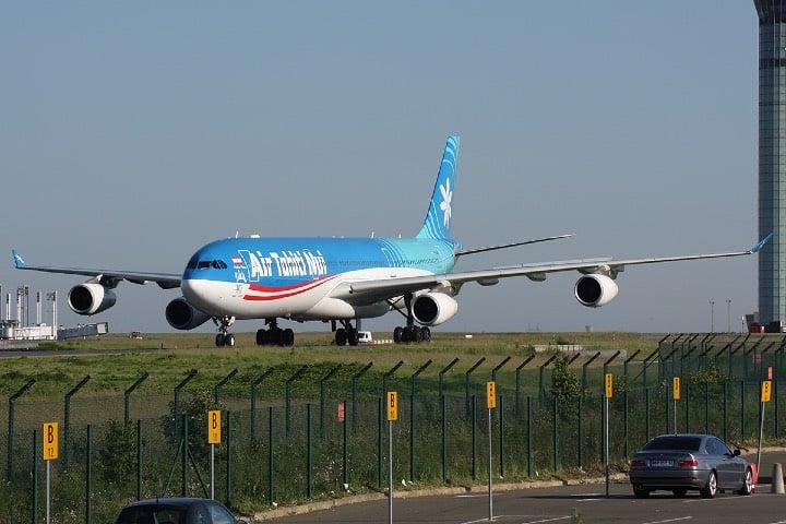 Avión en pista. El vuelo más largo del mundo. Foto Rudy Werelts