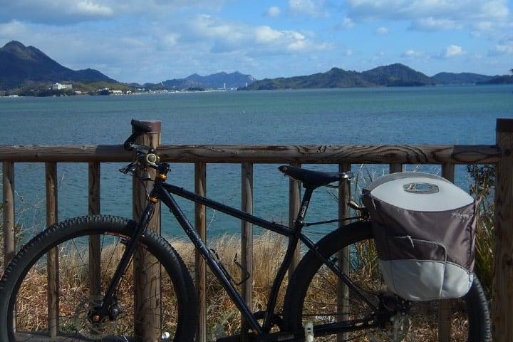 Shimanami Kaido, la ciclovía de Japón.. Bicicleta en Hakatajima. Foto Archivo