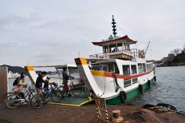 Ciclistas en Mukaishima. Foto Archivo