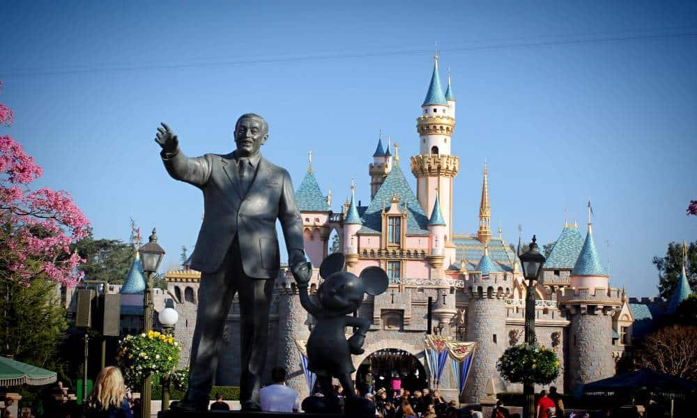 Disneyland Portada Foto: Ron Thorp