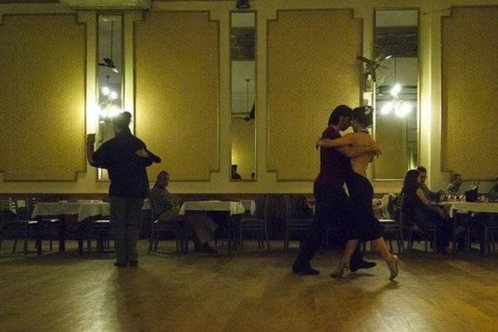 Salón de Tango Niño Bien Foto Archivos