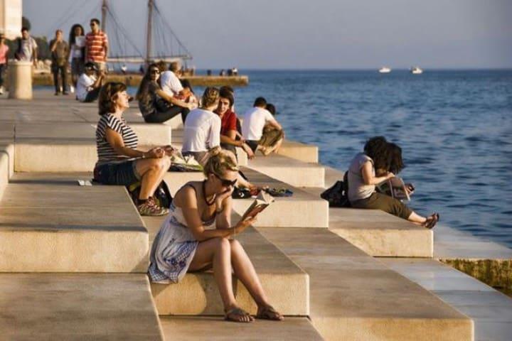Turistas en Zadar Foto Archivo