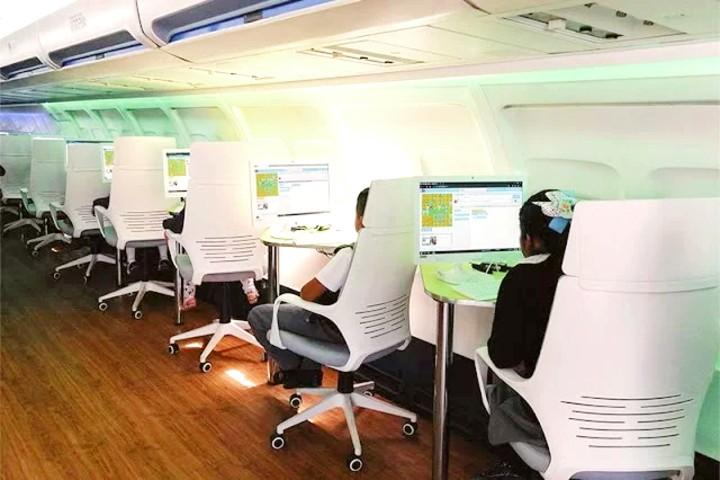 Utopía biblioteca en forma de avión.