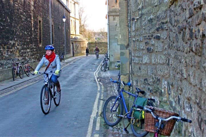 Ciclista Foto: Tejvan Pettinger, Avenida verde en bicicleta