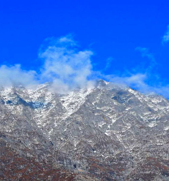 Vista limpia de los picos del Himalaya. Dhauladhar. Foto: Rajesh