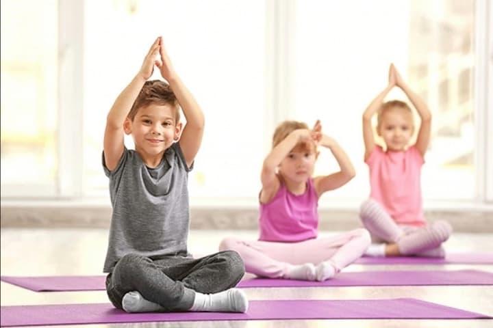 El yoga para niños es una actividad dinámica que activa sus sentidos Foto Archivo