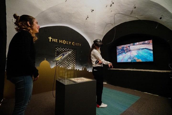 Interacción de realidad virtual en The Holy City Foto Nimrod Shanit