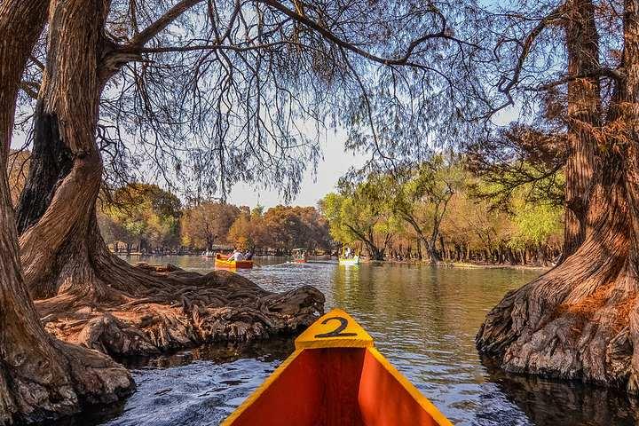 Lago de Camécuaro Foto Abel Salazar.
