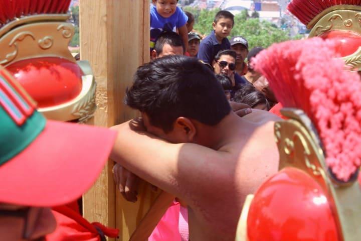 Llegada a la cruz en el Cerro de Cubitos Foto Fernando Bautista