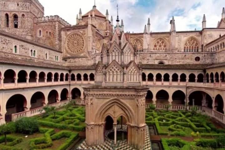 Monasterio español Foto Archivo