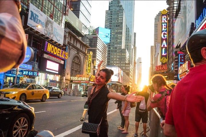 Mujer disfrutando de Nueva York, uno de los 5 destinos female friendly del mundo Foto UrbanphotoZ