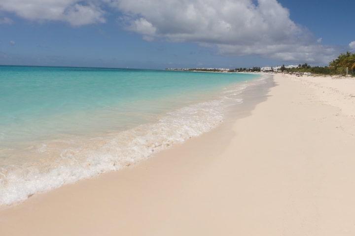 Playa de arena blanca en Isla de Monserrat, paraíso caribeño Foto Andrew Love