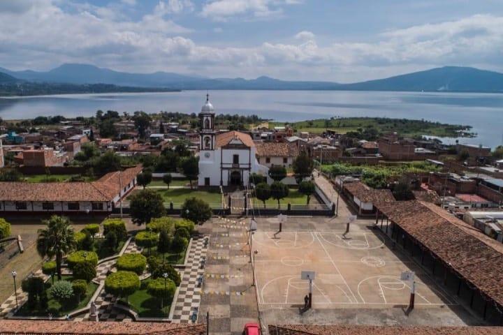 Poblado de Michoacán ubicado a orillas del Lago Pátzcuaro Foto Michoacán Celebra la Vida