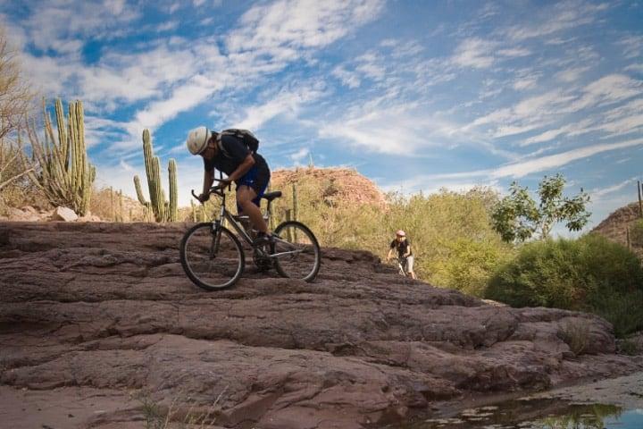Práctica del ciclismo en Loreto, Baja California Sur Foto Archivo