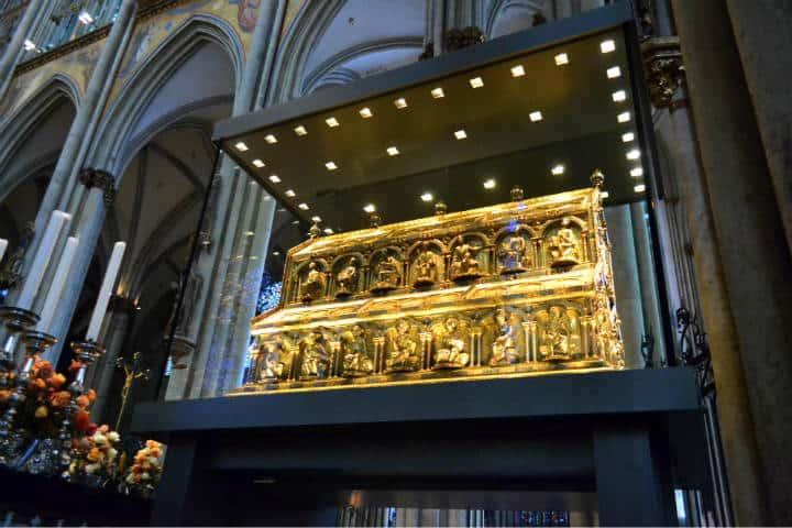 Sarcofago dentro de la catedral Foto: Alan Cordova