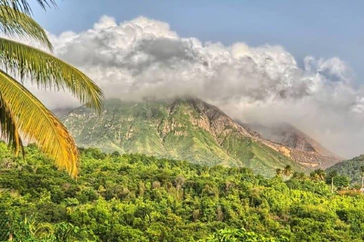 Trekking en montañas de Isla Monserrat, paraíso caribeño Foto Archivo