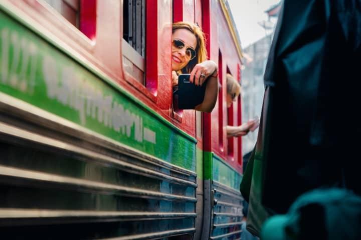 Turistas en el tren Foto Demas Rusli