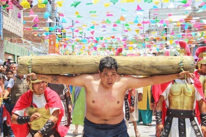 Viacrucis de Cubitos en Pachuca Foto Fernando Bautista