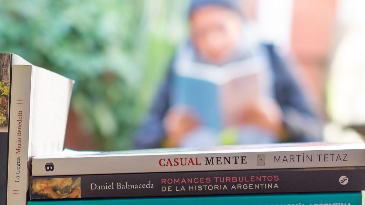 Leer libros. Foto Archivo