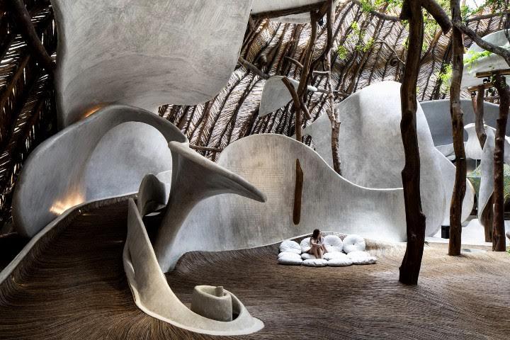 Dentro del lugar hay lugares para apreciar el arte, pero podemos verlo en todos lados Foto: Hotel Azulik