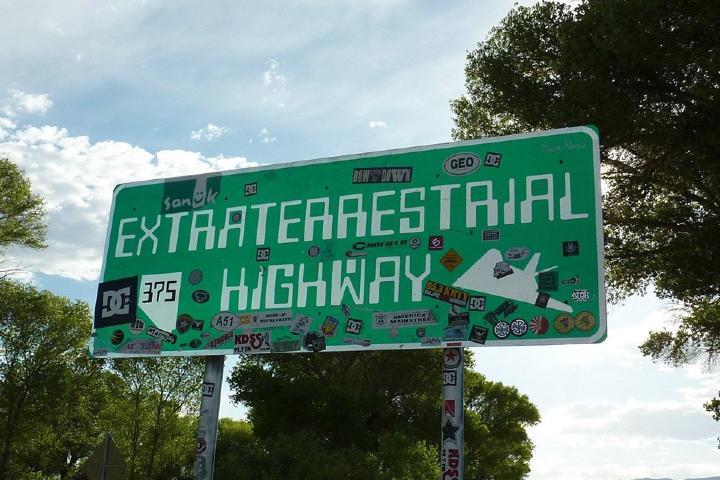 Carretera Área 51; el principal elemento del turismo ufológico Foto: Pixabay