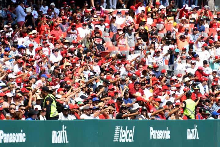 El ambiente en el estadio te hará sentir cómodo ¡todo es familiar! Foto Archivo