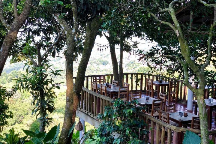 El comedor en el Hotel Tapasoli está ubicado al aire libre Foto Hotel Tapasoli | Facebook