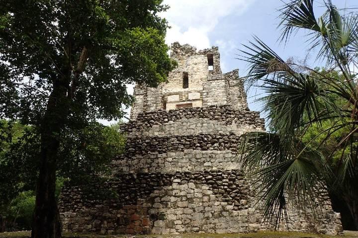 El Castillo Muyil Foto: Omar Arnaout
