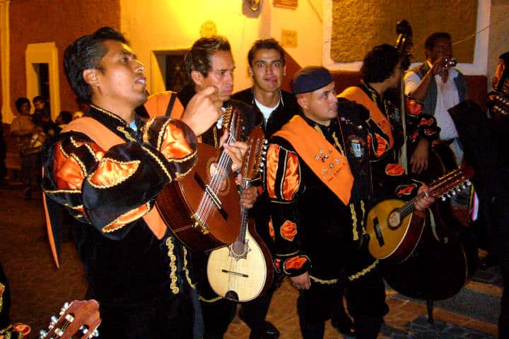 ¿Qué hacer en Guanajuato? Apreciar a la estudiantina Foto: Adri Lagunes