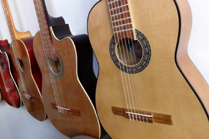 Guitarras elaboradas en Paracho, Michoacán Foto Archivo