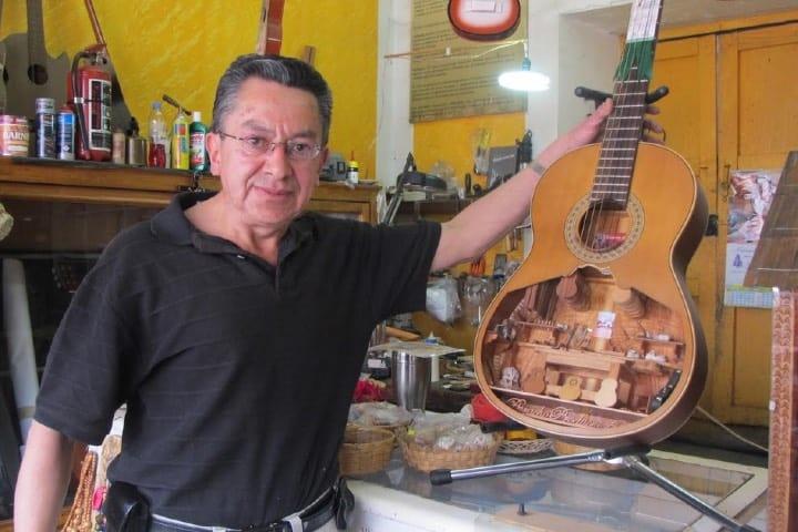Jesús Zalapa, el principal fabricante de la guitarra miniatura Foto Archivo
