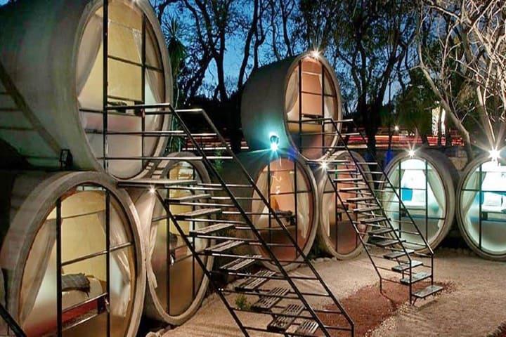 Las habitaciones de Tubohotel son en forma de pirámide Foto La Voz
