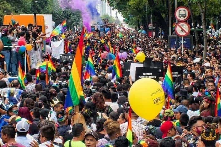 La Marcha LGBT de CDMX sobre las calles de Reforma Foto: Fuera del Closet