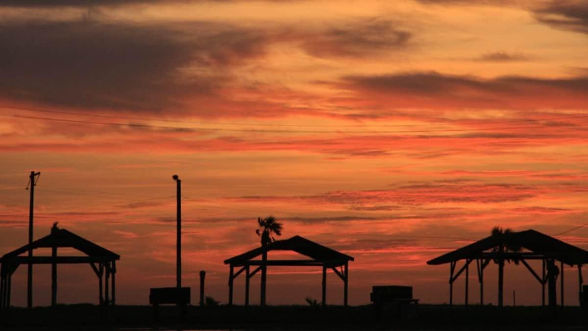 Ocaso en Playa Bagdad. Armando Cortez portada.