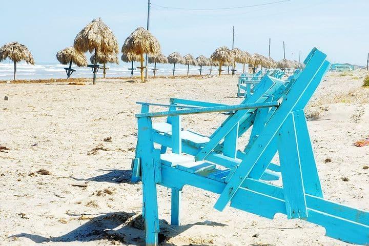 Palapas en Playa Bagdad. Foto Turismo Tamaulipas.