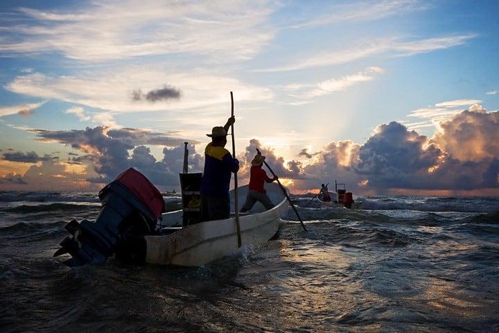 Pesca en Playa Bagdad. Foto Seth Patterson.