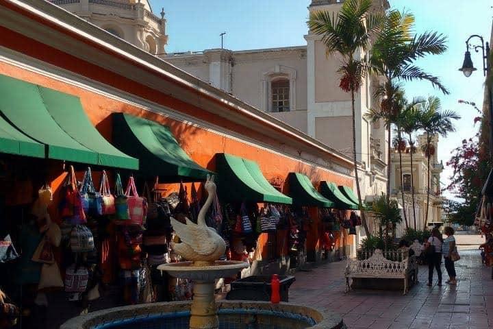 Rodeado de locales, el Andador Constitución de Colima te ofrece una gran experiencia Foto Archivo