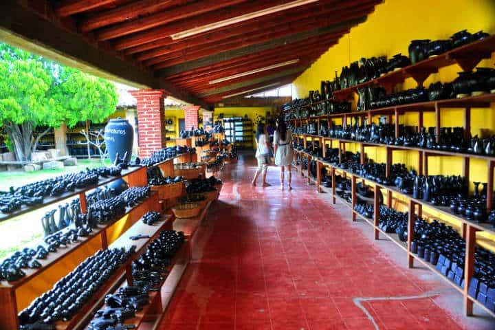 San Bartolo Coyotepec es un lugar para comprar artesanías mexicanas de barro negro Foto: Eduardo Robles Pacheco