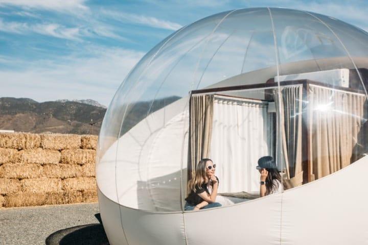 Se permiten 2 personas por habitación Foto Campera Hotel Burbuja