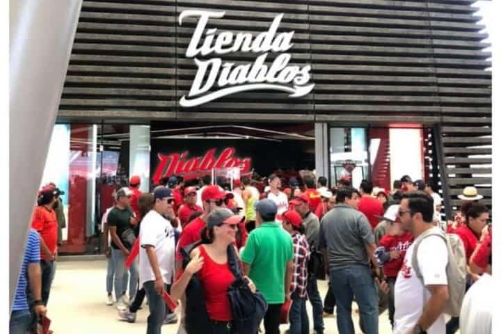 Tienda oficial de Diablos Rojos del México Foto Archivo