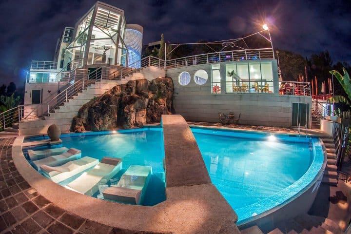 Una vista panorámica al restaurante y habitaciones del Hotel Cantil Foto: Capital Magazine